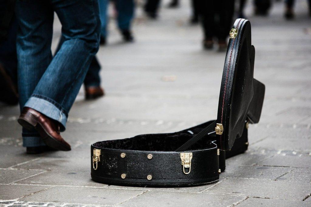 Cassa di chitarra vuota.